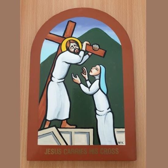 Picture of Jesus carries the Cross